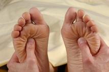 reflexology foot massage both feet